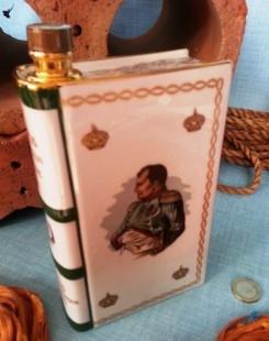 "Antiguo coñac ""Camus"" reserva Napoleón. Botella porcelana"