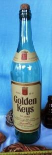 """Vieja botella vacía de brandy """"Golden Keys"""" de colección. Enorme tamaño."""