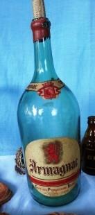 Vieja botella vacía de Armagnac . De colección. Enorme tamaño.