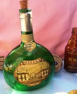 """Vieja botella vacía de vino """"mateus"""" de colección. Preciosa. Portuguesa"""