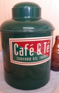Lata enorme para el té. Muy buen estado.
