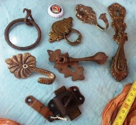 Viejos tiradores en bronce para grandes cajones de calidad.